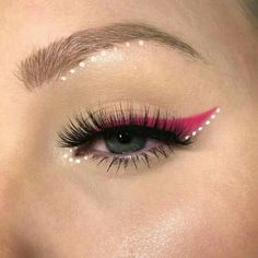 Simple colored liner and tiny polka dots. : MakeupAddiction Simple colored liner and tiny polka Bright Eye Makeup, Subtle Makeup, Colorful Eye Makeup, Simple Eye Makeup, Makeup For Green Eyes, Natural Eye Makeup, Makeup Inspo, Beauty Makeup, Face Makeup