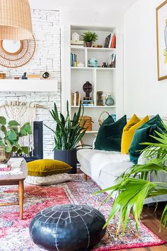 Eclectic Decor Modern Interior Design Home decor is a fabulous thing. You can take just about any house and turn it into a cultural experience simply by choosing the right furniture and home decora… Eclectic Living Room, Boho Living Room, Eclectic Decor, Interior Design Living Room, Living Room Designs, Colorful Living Rooms, Bohemian Living, Bohemian Decor, Colorful Interior Design