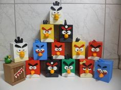 Cofrinho em mdf personalizado Angry Birds pintado a mão com detalhes em biscuit, com abertura para retirada das moedas. Confeccionamos outros temas. R$ 9,50