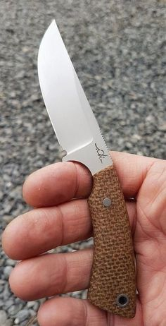 A Rechargeable Electric Knife Makes Carving Easy – Metal Welding Cool Knives, Knives And Tools, Knives And Swords, Trench Knife, Knife Patterns, Electric Knife, Neck Knife, Bushcraft Knives, Tactical Knives