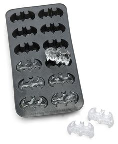 Batman has Alfred to give him whatever he needs after a long night's work of jumping off rooftops. He relaxes with these Batman Ice Cubes. This ice cube tray makes 12 Batman logo ice cubes. Batman Birthday, Batman Party, Superhero Party, Superhero Halloween, 4th Birthday, Halloween Party, Birthday Cake, Toaster Design, Geek Mode