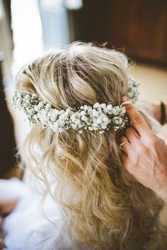 Wedding flowers crown | gypsofila.  Photo: Serena Cevenini