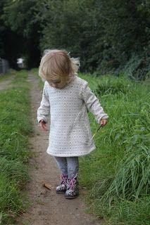 """Freebook """"mein erster Hoodie/ mein erstes Hoodiekleid"""" - Pullover oder Kleid für Kinder 50 - 92 nähen"""