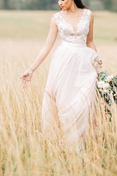 Blush wedding dress | Shauna Veasey | see more on: http://burnettsboards.com/2015/10/organic-countryside-wedding/