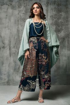 Spring Outfits for Women Pakistani Formal Dresses, Pakistani Dress Design, Indian Dresses, Indian Outfits, Trendy Dresses, Fashion Dresses, Girls Dresses, Modest Fashion, Indian Designer Outfits