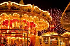 夜のメリーゴーランド クリスマス イルミネーション 夜景 みなとみらい コスモワールド 横浜 遊園地 観覧車