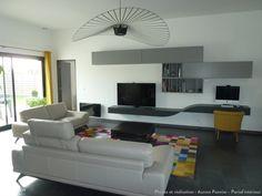un salon moderne et chaleureux avec des touches de jaunes - Salon Moderne Etchaleureux