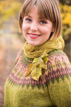 Ravelry: Barskog pattern by Karihdesign Kari Hestnes Fair Isle Knitting Patterns, Knitting Stitches, Hand Knitting, Motif Fair Isle, Norwegian Knitting, Icelandic Sweaters, Knit Cardigan Pattern, Knit Basket, Knit Or Crochet