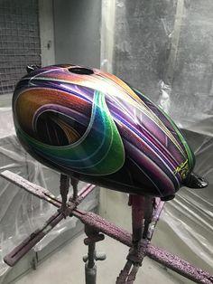 Custom Motorcycle Paint Jobs, Custom Paint Jobs, Custom Helmets, Custom Bikes, Paint Bike, Pinstripe Art, Sportster 883, School Painting, Harley Softail