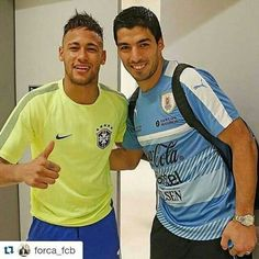 Neymar and Suarez had made a bet that the loser of the vs game had to buy the other one a burger 🍔 It was a draw 🤔 Barcelona Players, Fc Barcelona, Neymar Pic, Love You Babe, Best Player, Soccer Players, Polo Ralph Lauren, Guys, Sports