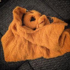 """Gefällt 44 Mal, 4 Kommentare - Sarah Lowman (@katzeknaeuel) auf Instagram: """"Mein UFO zum WIP gemacht ☺️ #nevia #maschenfein #aufdennadelnfebruar #lamana"""" Ufo, Pullover, Instagram Posts, Sweaters, Fashion, Wardrobe Closet, Coat Racks, Cats, Cast On Knitting"""