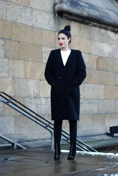 H / Laura Matuszczyk: she lives the poetry that she cannot write Mini Skirt Style, Boucle Coat, H&m Trends, Western Outfits, Winter Wear, Cute Casual Outfits, Fashion Outfits, Womens Fashion, Winter Fashion