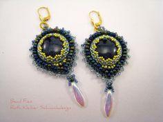 Romantische blau goldene Perlenstickerei Ohrringe von BeadFizz