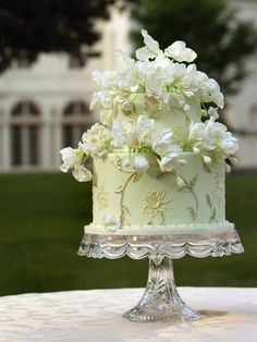 gorgeous cake, but even more beautiful architectural detail out of focus in the background