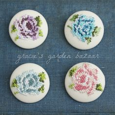 Selection of pretty embroidered rose brooches Cross Stitch Cards, Cross Stitch Alphabet, Cross Stitching, Cross Stitch Embroidery, Cross Stitch Patterns, Crochet Buttons, Textile Jewelry, Embroidery Patches, Le Point