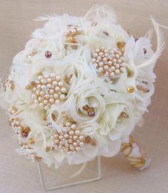Ramo de novia vintage realizado con broches