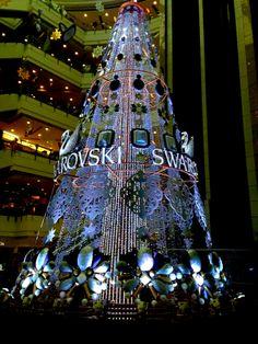 Christine Marote, que mora em Shanghai e escreve no blog chinanaminhavida.com, compartilha conosco o pomposo Natal chinês.