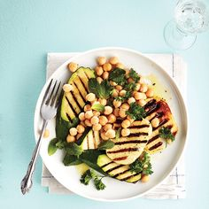 Grilled halloumi and vegetable salad - Chatelaine Grilled Halloumi, Grilled Zucchini, Grilled Vegetables, Veggies, Halloumi Salad, Easy Healthy Recipes, Vegetarian Recipes, Easy Meals, Vegetable Salad Recipes