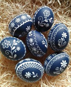 Kraslice-jako modrotisk Egg Shell Art, Carved Eggs, Easter Egg Designs, Ukrainian Easter Eggs, Easter Egg Crafts, Diy Ostern, Easter Parade, Easter Celebration, Egg Art