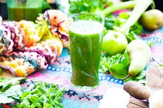 This green smoothie is based on fresh green leaves and ripe fruit at a ratio of roughly It makes a convenient meal on the move when there is not much time to sit and chew. Green Smoothie Recipes, Juice Smoothie, Healthy Smoothies, Healthy Drinks, Raw Food Recipes, Healthy Recipes, Vitamix Recipes, Paleo Meals, Hemsley And Hemsley