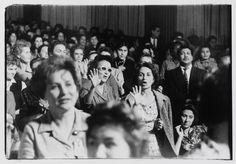 La révolution cubaine ai Leica : congrès des femmes, 11 janvier 1963, LA Havane, Cuba.© Centre Pompidou © Agnès Varda
