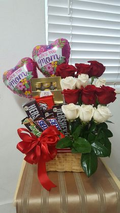 Dia de las madres!!! Mother's day! Mothers Day Baskets, Mother's Day Gift Baskets, Birthday Gift Baskets, Mothers Day Gifts From Daughter, Diy Mothers Day Gifts, Diy Mother's Day Gift Basket Ideas, Candy Bouquet Diy, Gift Bouquet, Homemade Gift Baskets