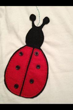 Camiseta mariquita fieltro.
