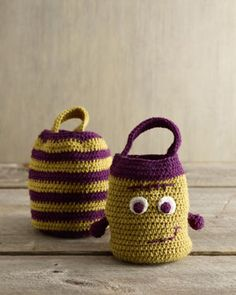 Crochet Halloween Treat Bag. -Please tell me I have time before Halloween!
