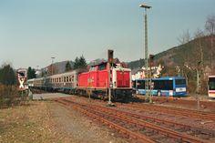 1999.04.03. An einem herrlichen Frühlingstag ist die 212-372 in Bad Laasphe zu bewundern