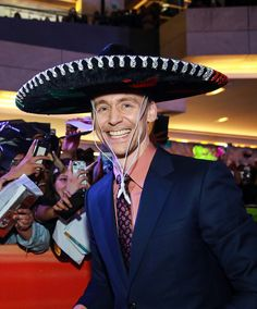 Here's a Tom Hiddleston in a sombrero. (´∀`)  Tom in Mexico for Kong Skull Island tour.