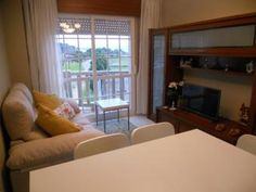 Apartamentos turísticos – Alquileres vacacionales Villas, Sleep, Curtains, Home Decor, Vacations, Home, Blinds, Decoration Home, Room Decor