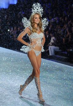 Renowned for being at the forefront of innovation, Swarovski, together with Victoria's Secret, has incorporated the 3D printing technology in an incredible high-tech costume seen in the breathtaking Snow Angel section of the show and worn by Angel Lindsay Ellingson. Watch the show on 12/10, 10/9c on CBS! #VSFashionShow Photo by Bryan Bedder/Getty Images