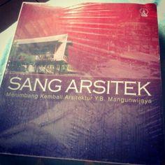 Buku Arsitektur karangan Bapak priyo Pratikno. Rekomen utk dibaca.