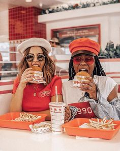 Two fashionable girls eat In N Out #LAblogger #fashionblogger #foodblog