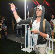 Alex Pettyfer in CCR Brand at Coachella 2013 Beautiful Boys, Gorgeous Men, Beautiful People, Coachella 2013, Coachella Style, Neon Carnival, Coachella Celebrities, Hot British Men, Alex Pettyfer