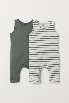 Sleeveless rompers in soft organic cotton jersey. Adjustable snap fasteners on shoulders and open chest pocket. Concealed snap fasteners at gusset and along legs. Short legs with sewn cuffs at hems. Baby Outfits, Boys Summer Outfits, Summer Boy, Newborn Outfits, Kids Outfits, Fashion Kids, Baby Boy Fashion, Newborn Boy Clothes, Cute Baby Clothes