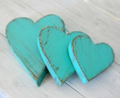 corazones de madera en azul tiffany.. This is the blue I want in my wedding