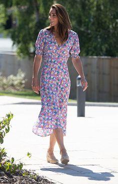 Kate Middleton Stil, Estilo Kate Middleton, Kate Middleton Photos, Duchess Kate, Duchess Of Cambridge, Pastel Floral Dress, Ditsy Floral, Herzogin Von Cambridge, Estilo Real