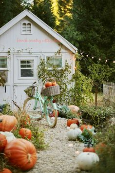 Early autumn decor in the kitchen Fall is here and I'm so thrilled to decorate my home with those sm Fall Home Decor, Autumn Home, Autumn Fall, Autumn Harvest, Autumn Garden, Autumn Leaves, Autumn Aesthetic, French Country Cottage, Country Cottages