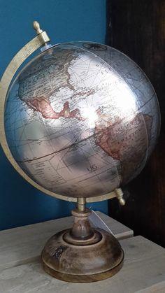 Een klassieke decoratie, maar weer helemaal van deze tijd. Globe, Speech Balloon