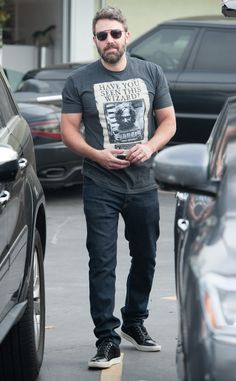 "We're beyond obsessed with Ben Affleck's ""Harry Potter"" tee shirt, not to mention his square aviators with a chunky bridge!"