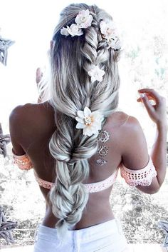 Amazing Styles with Hair Flowers for Beautiful Girls. Hair flowers, as a part of your hairstyle for a special occasion, can help you to add a wow factor to the way you look.