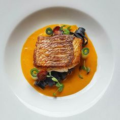 507 mentions J'aime, 6 commentaires – ChefsAlert (@chefsalert) sur Instagram : « Happy #internationalchefsday ‍‍ Pan seared snapper, squid ink noodle, chorizo, roasted pepper… »
