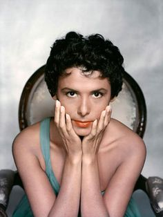 Gorgeous, gifted and preternaturally poised, Lena Horne came to Hollywood in 1941 and quickly became the first African-American movie star. Or at least, she should have — if Hollywood. Old Hollywood, Hollywood Glamour, Classic Hollywood, Lena Horne, Divas, Philippe Halsman, Vintage Black Glamour, Vintage Glam, Vintage Fashion