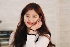 Post with 151 views. Kim Yoo Jung (The Julius Watch shooting Kim Yoo Jung Fashion, Kim Joo Jung, Moonlight Drawn By Clouds, Beautiful S, Child Actresses, Daniel Wellington, Trending Memes, Poses, Idol
