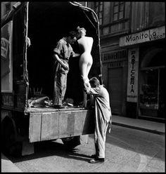 adreciclarte:  Elliott Erwitt - Milano 1949