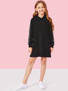 To find out about the Girls Letter Tape Side Hoodie Dress at SHEIN, part of our latest Girls Dresses ready to shop online today! Preteen Girls Fashion, Teenage Girl Outfits, Girls Fashion Clothes, Dresses Kids Girl, Kids Outfits Girls, Cute Girl Outfits, Cute Outfits For Kids, Teen Fashion Outfits, Stylish Outfits