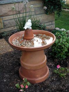 Simple and cheap bird bath I try every year one of them in my … - Diy Garden Projects Garden Yard Ideas, Garden Crafts, Lawn And Garden, Garden Projects, Garden Art, Easy Garden, Diy Projects, Diy Bird Bath, Bird Bath Garden