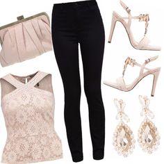 Un outfit semplice e raffinato dai colori tenui e luminosi nei toni del nude e beige. Outfit ideale per una serata romantica ed elegante, impreziosito da orecchini gold e sandali gioiello.