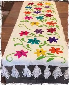 caminos de mesa bordados a mano